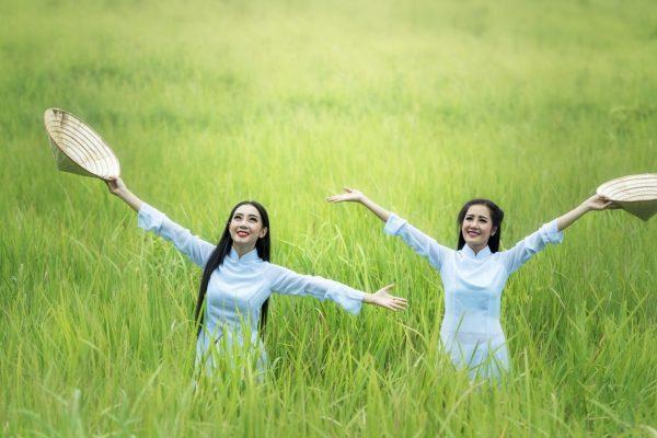 grass-outdoor-light-girl-woman-lawn-1179919-pxhere.com
